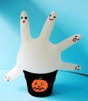 Una mano piena di fantasmi