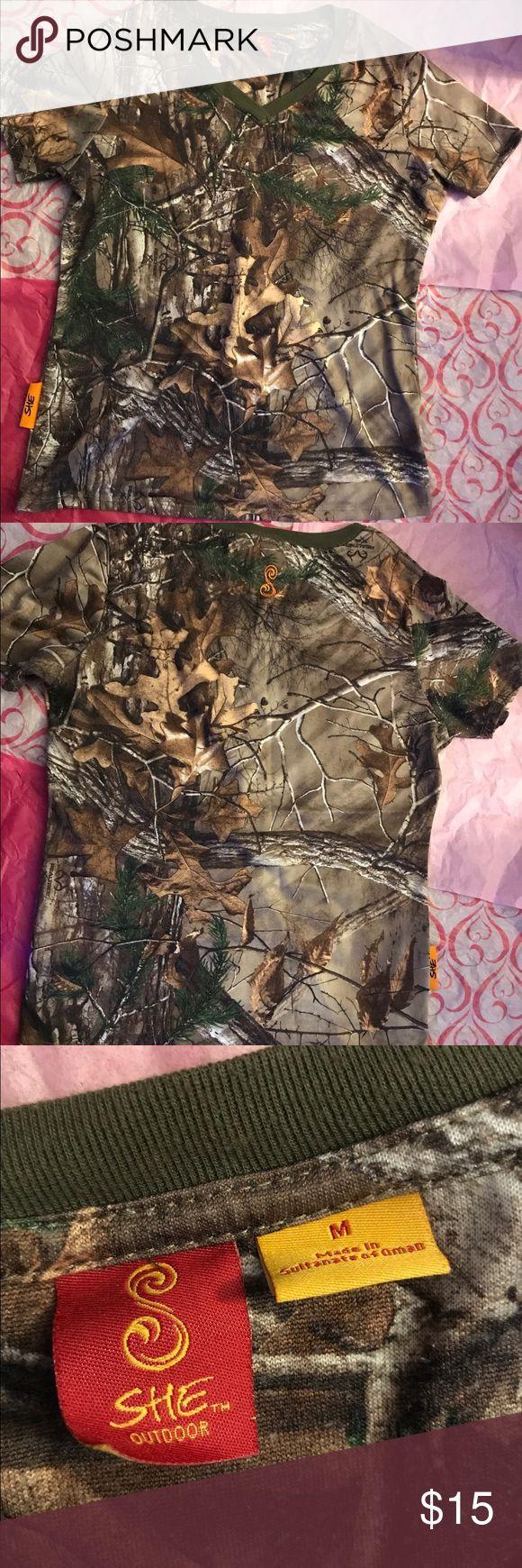 Camouflage Real Tree shirt Como shirt, size medium. Tops Tees - Short Sleeve