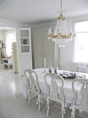 adore white wood flooring!
