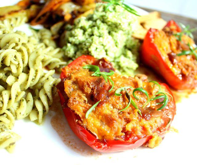 Oppskrift Fylt Paprika Gratinert Veganmat Vegetarmat Middag Ovnsbakt Løksaus Veganost Squash