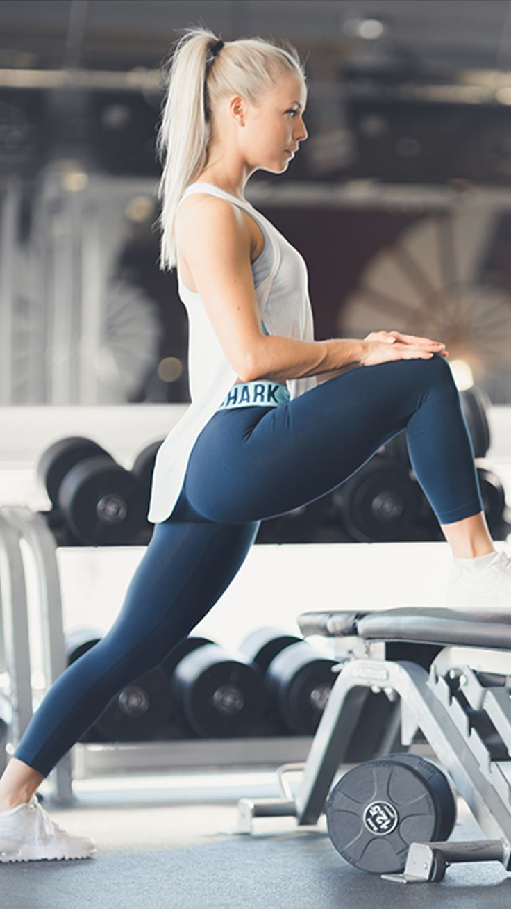 The infamous Fit leggings are now available as a cropped style. A high-waisted legging with on trend elasticated performance waistband.