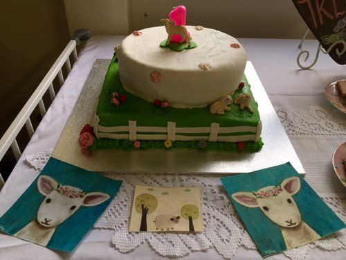 Gorgeous cake made by the birthday girls mummy. Yum!