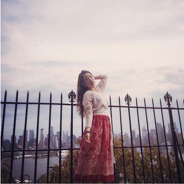 보스턴의 33달러 스타일링 화보 보정하는 동안, 그새 그리운 맨하탄뷰🍷와인 한 잔 해야겠어요 ㅠㅠ Korean traditional #wrapskirt #burgundy in #hudsonriver #jerseycity #manhattanview #newyork #travel #withmy #handmade #handmadeskirt #autumn #fashion #style #skirt #sewing #sewingproject #oriental #hanbok #fabric #forest #sounlim #소운림 #핸드메이드 #생활한복 #한복스타그램 #한복여행 #뉴욕