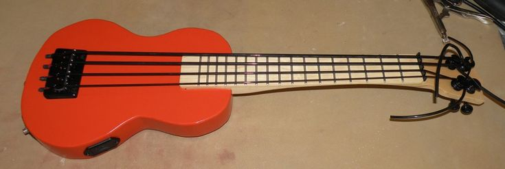 Project Bass Ukulele (Daniel Hulbert) | Electric Ukulele Land
