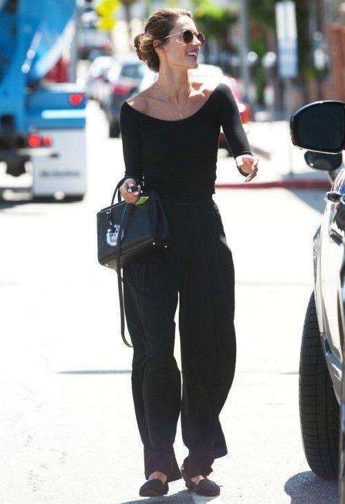 4/8 #アレッサンドラ・アンブロジオ #パラッツォパンツ #ワイドパンツ #Quay |海外セレブ最新画像・私服ファッション・着用ブランドまとめてチェック DailyCelebrityDiary*