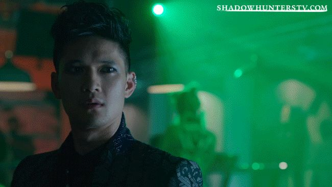 Shadowhunters - [GIFs] These 10 Malec Moments Will Make You Believe In Love Again! - 1004