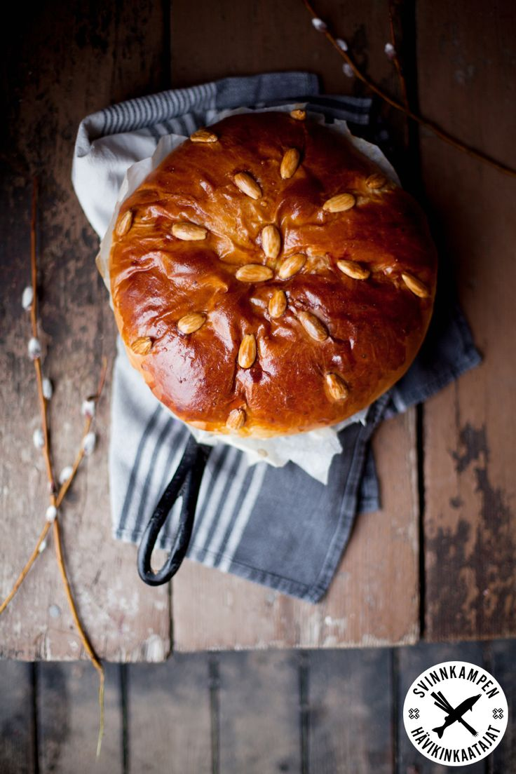 Saftiga och söta påskbrödet kulitsa passar bra till påsk, receptet här: http://martha.fi/sv/radgivning/recept/view-93381-4335
