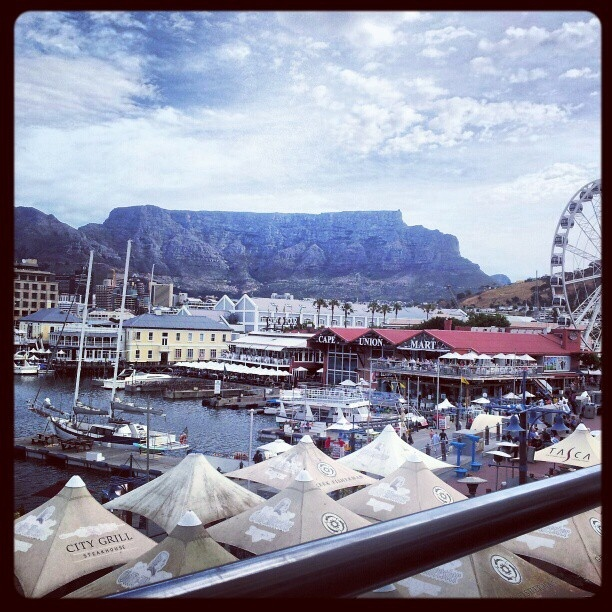 Table Mountain sure was looking pretty today! :-) by AfricanTours, via Flickr