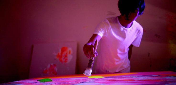 YSL s'associe à l'artiste japonais Houxo Que