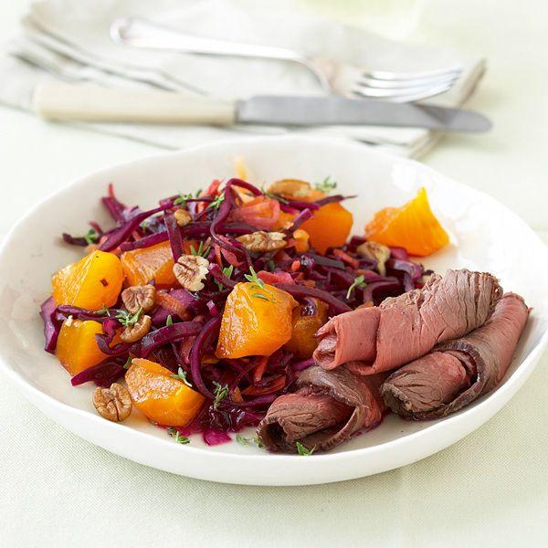 Kohl und süße Früchte harmonieren geschmacklich wunderbar miteinander, wie man vom Krautsalat mit Ananas schon weiß. Hier sind es Kaki und Rotkohl die...