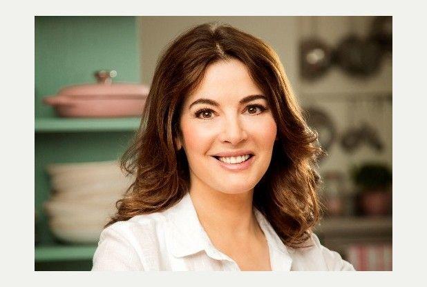 Simply Nigella episode 2 on BBC2 tonight with Nigella Lawson recipes for breakfast bars, crunchy chicken cutlets, chocolate cake & belly pork burgers