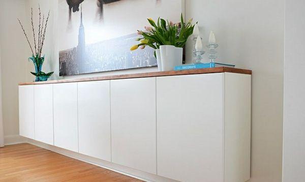 sideboard hängend design weiß blumen kerzen