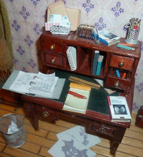 bureau by Miniatur' Site (download the pdf file)