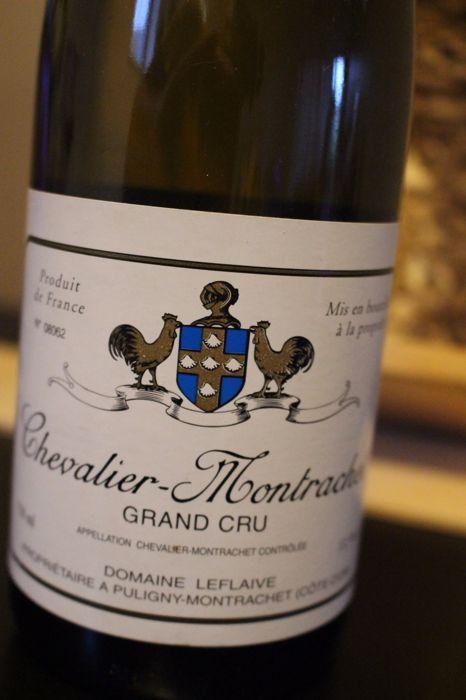 2002 Domaine Leflaive Chevalier-Montrachet Grand Cru - 1 fles (75cl)  1 x 75 cl. flesFles is genummerd zoals kan worden gezien op de foto:  08062U koopt bij de eerste eigenaar.Alle wijn flessen die ik voor veiling opgemaakt werden gehouden onder juiste opslag omstandigheden. Zij werden uit de kelder alleen genomen foto's maken.U koopt de fles die je op de foto's ziet. Bekijk alle foto's voordat u een bod plaatst. Zij uitmaken volledig deel van het lot's beschrijving.BELANGRIJKE INFORMATIE…