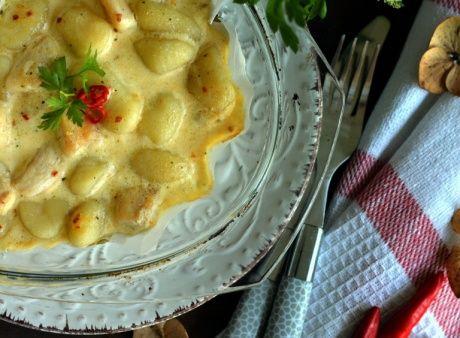 Csirkés gnocchi pikáns-tejszínes szószban sütve recept - Okoskonyha.hu