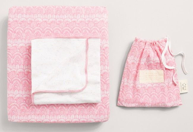 The Wilson & Frenchy Cot Sheet Set in Ohh La La is a beautiful sheet set for any baby girl. Featuring a soft and stylish pattern in pale pink and white, this set will add some sweet style to your little girl's nursery.