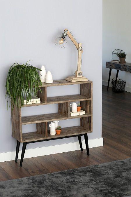 Deze vakkenkast van gemixt hout zorgt voor een extra dimensie in de ruimte! Super leuk om accessoires op én in te presenteren! Bestel online bij Dutch Home Label!