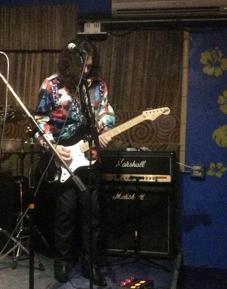 Alan Merrill playing at Otto's Shrunken Head New York City 2017.
