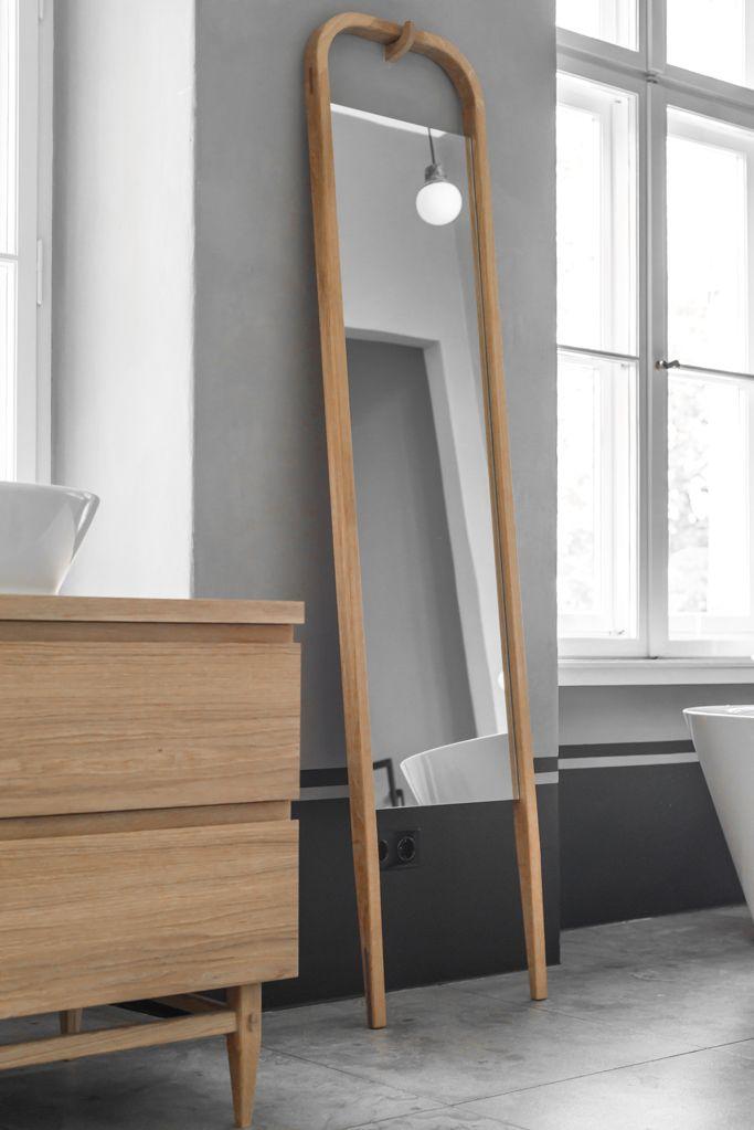 Visst har det känts som att ek i badrummet tappat sin dragningskraft? Att vi helt enkelt fick för mycket av det goda och ledsnade lite? Inte i detta badrum!