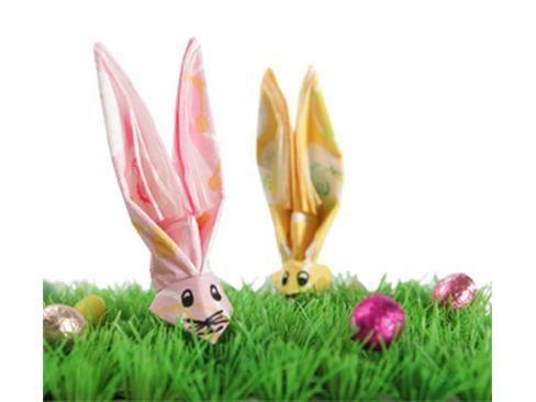 een paashaas vouwen van servetten.  Leuk voor Pasen