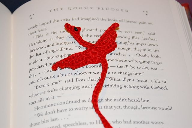 [Free Patterns] Winged Dragon Bookmark & Winged Dragon Square -What's Your Favorite? - Knit And Crochet Daily