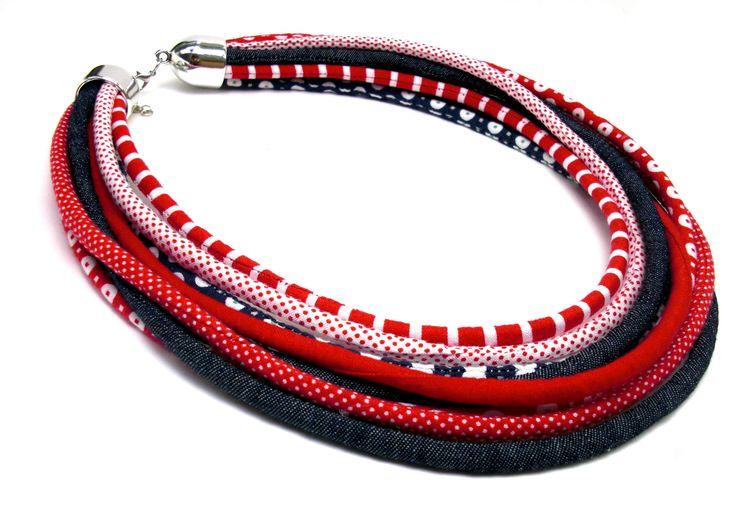 9990,- Tengerész  sok soros nyaklánc - piros, kék, farmer