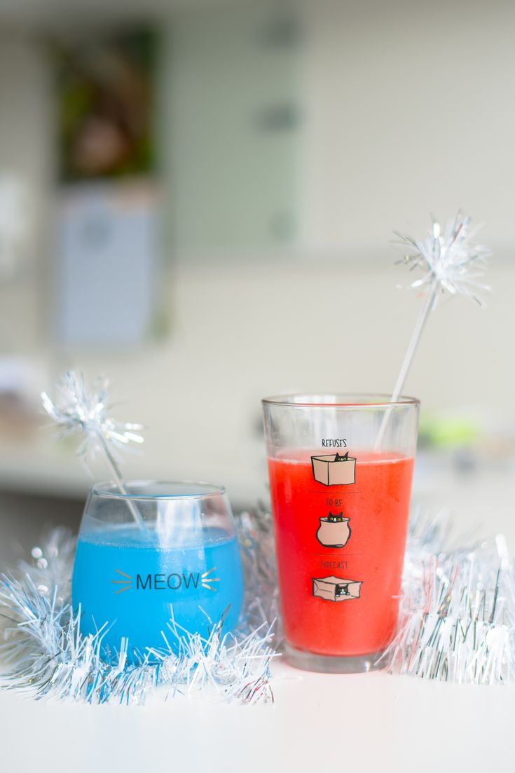 Create a festive sparkle drink stirrer for any occasion or party by following these super easy how-to directions and make a splash in your drinks