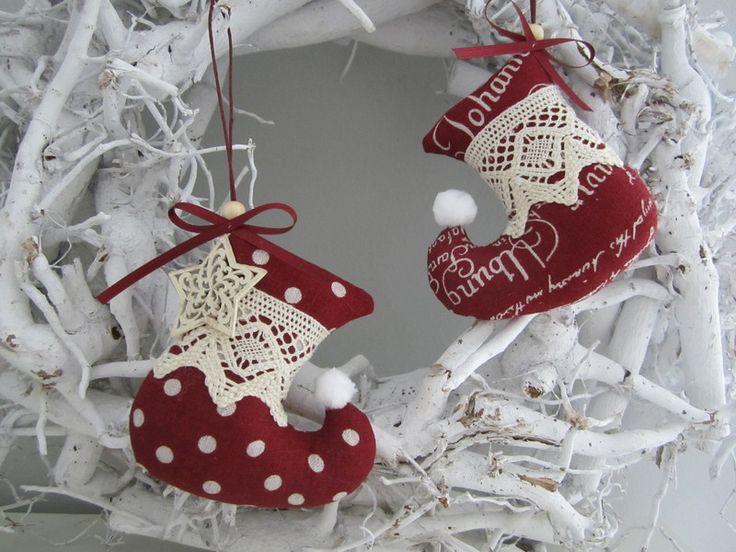 Zwei Stiefel für Weihnachten im Landhaus - Stil von Feinerlei auf DaWanda.com