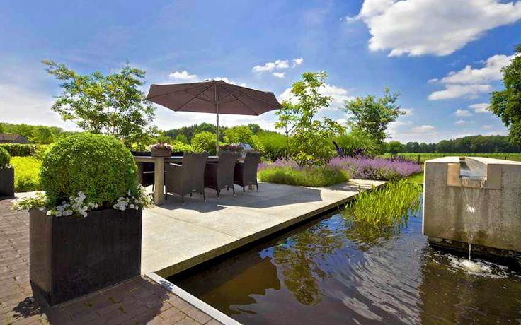 Moderne Tuin Landschap Grote Vijver Betonnen Waterspel