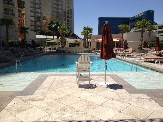 Pool at the MGM Signature suites Las Vegas. I like dat!