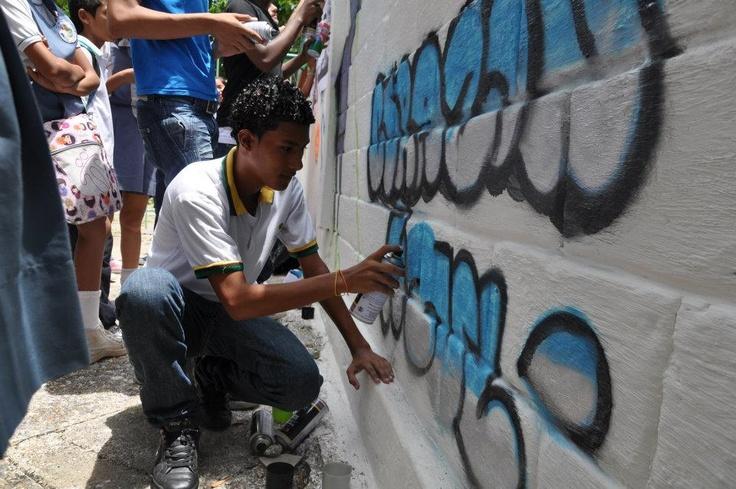 Cartagena, Colombia: Students' wall paintings as part of a UNODC awareness programme around human trafficking. // Cartagena, Colombia: Murales pintados por estudiantes como parte del programa de conciencia de UNODC encontra la trata de personas.