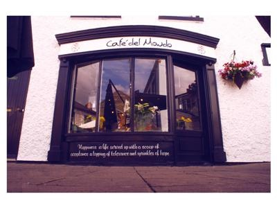 """Cafe del Mondo, Craft Village. Derry. """"Happiness is life served up with a scoop of acceptace, a topping of tolerance and sprinkles of hope"""""""