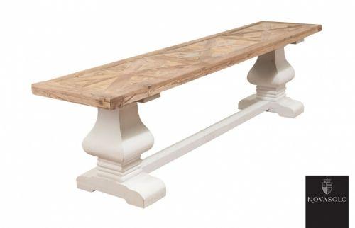 """Tøff og rustikt Avignon benk i en stilig fargekombinasjon! Benken kombinerer moderne """"slitt hvitt"""" med tradisjonell og røff resirkulert alm og passer perfekt inntil våre Avignon spisebord - se relaterte produkter nedenfor!    Dette er benken for deg som tiltrekkes av den rustikke stilen hvor ingen to møbler vil være like! Materialene som er benyttet er resirkulerte og vil kunne bære preg av sitt tidligere liv."""