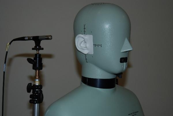 Dipartimento di igiene del lavoro Laboratorio agenti fisici. Manichino simulatore della testa e del tronco per studi di acustica sul corpo umano