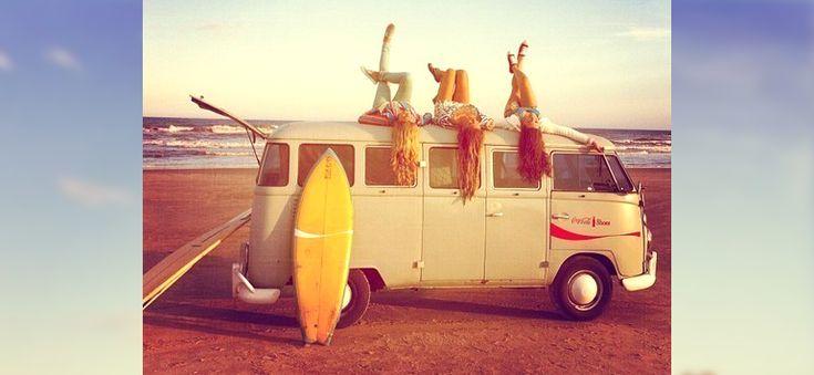 Ευτυχία είναι η ταλαιπωρία μέχρι να φτάσεις στην παραλία, χωρίς, όμως, να γκρινιάζεις, αφού σε περιμένουν τα διάφανα νερά του Αιγαίου!