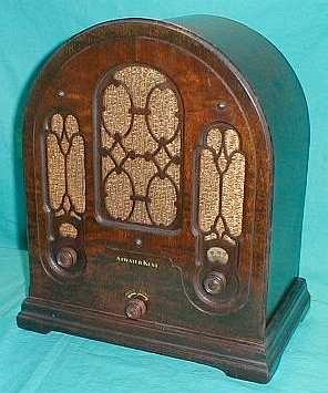 1933 Atwater-Kent 5-tube radio w/Gothic style cabinet