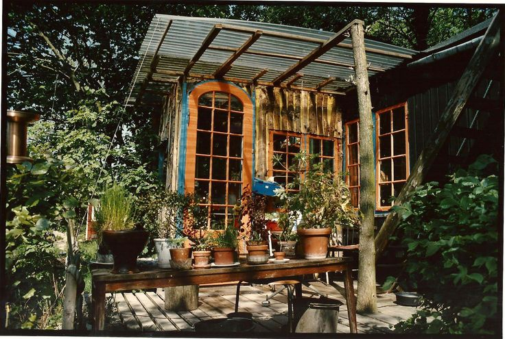 Christiania, Copenhagen, Denmark. Alternative ways to build a house