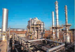 O Petróleo é uma mistura complexa de milhares de compostos diferentes. Entre esses compostos estão os hidrocarbonetos chegando a atingir 98% da composição total. Enxofre, nitrogênio e oxigênio são os constituintes menores mais importantes.http://bit.ly/1OZml9K #petroleo #refino #processo #químico #engenhariaquímica #engenharia #destilação #engquimicasantossp #curta #compartilhe