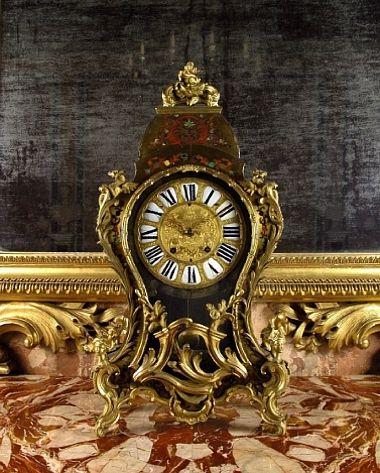 Manifattura Francese, orologio, lamina d'ottone  intarsiata di madreperla, tartaruga e osso tinto, bronzo dorato, 1750 circa