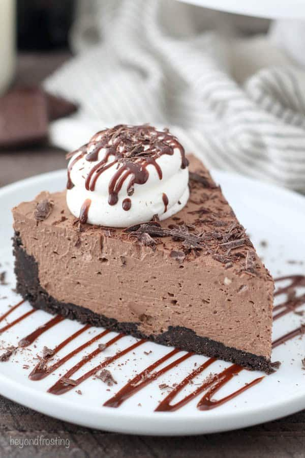 This No-Bake Baileys Cheesecake is rich and decadent chocolate cheesecake, but still very light in texture. The cheesecake is flavored with a mixture of cocoa powder and melted chocolate plus Baileys Irish Cream liquor. This Bailey\'s Irish Creme cheesecake isn\'t just for St. Patty\'s Day!