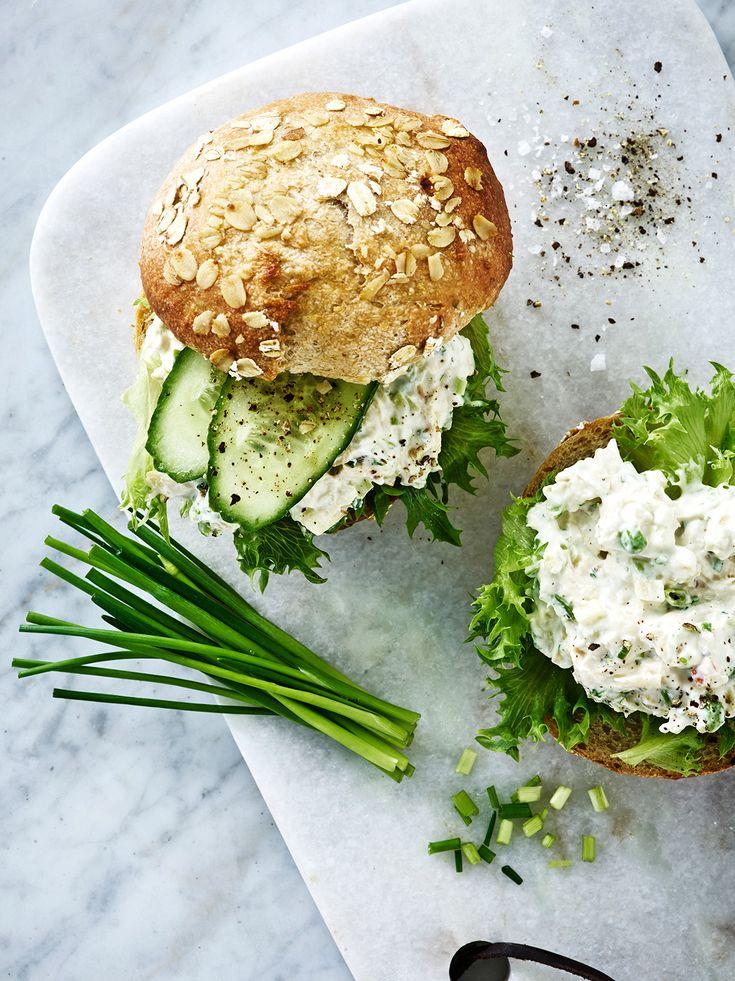 Kylling-avocado salat i grovbolle