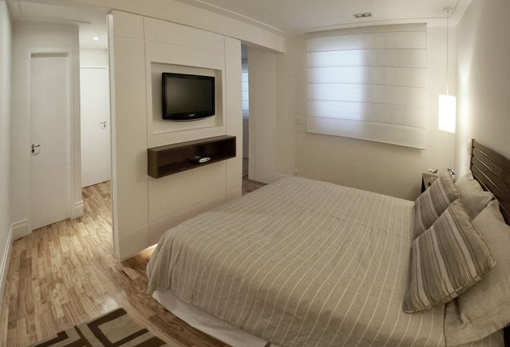 painel tv aos pés da cama