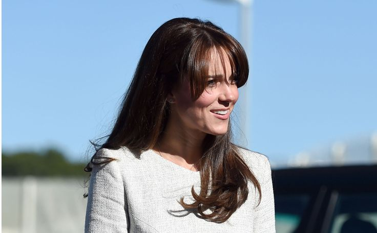 Hier haalt Kate Middleton haar mantelpakjes vandaan >>