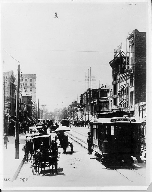 Broadway- look South from 5th Street-1905 by Metro Transportation Library and Archive, via Flickr -- Los Angeles