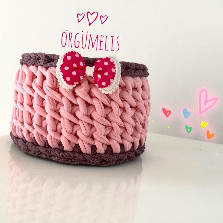 Selam Baharın müjdelendiği bugünler en mutlu olduğum anlar  sepetlerimede yansıyo sanırım onlarda zihnen yaratıcısı gibi mutlu mutlu poz veriyorlar  #örgü #örgüsepet #penyeip #penyesepet #yenimodel #motif #tasarım #crochet #handmade #knitting #yarn #crafts