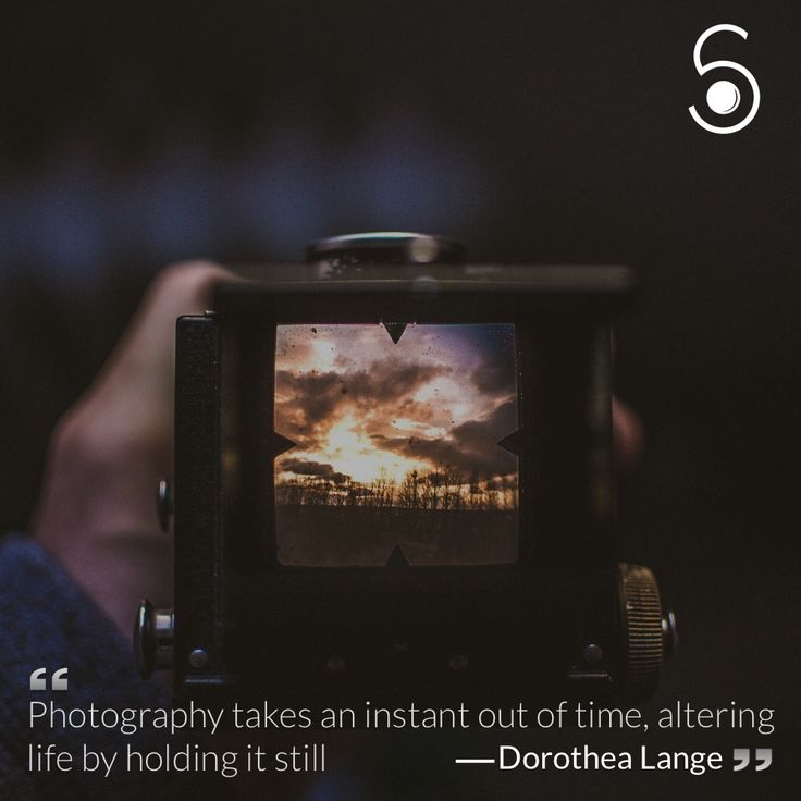 ❝Photography takes an instant out of time, altering life by holding it still❞ -Dorothea Lange