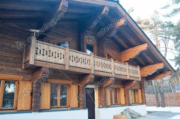 Главный фасад шале с балконом