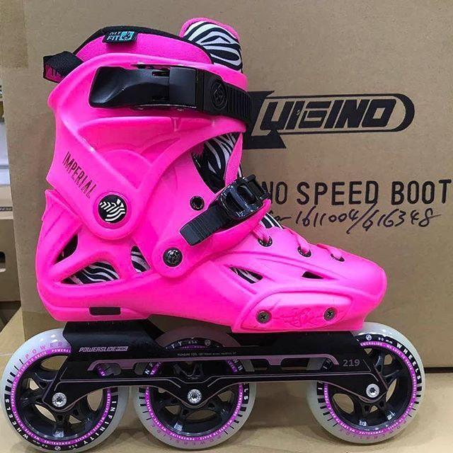 @powerslidebrand Imperial Pink Chinese edition with 3x90 frame  #Repost @mmmao14 ・・・ 新鞋走一波 #powerslide #rollerskating #inlineskate #skateporn #imperialskate #pink #neon #zebra #3x90 #3wd #triskates #chinese #china #3x3wheels