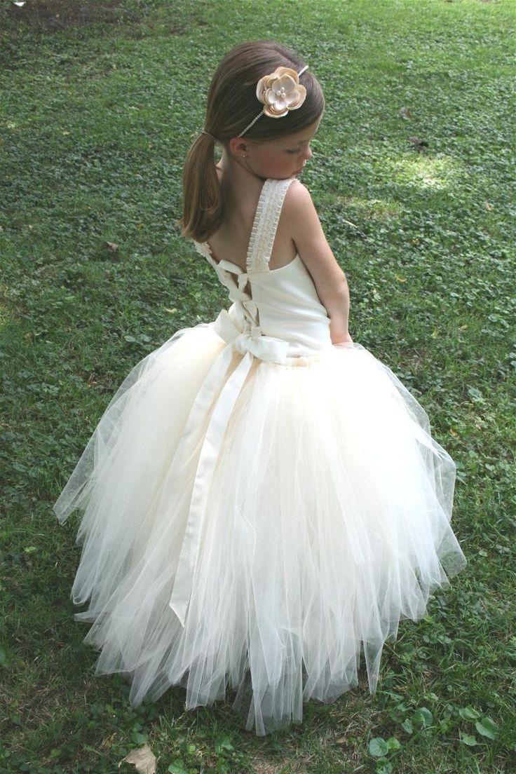 OH hemeltjelief, dan eet je je dochter toch op met 100 000 kusjes van vrolijke moederverliefdheid!  Flowergirl Tutu Dress :)