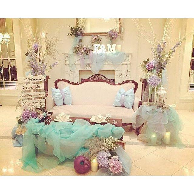 【hanayume_editors】さんのInstagramをピンしています。 《大人 #アリエル をテーマにした #結婚式 の卒花さん (@komugi_miho さん)の #高砂 が可愛すぎる #ディズニー 好きの方にはたまらないはず  #披露宴 #レース #チュール #マーメイド #高砂装飾 #ディズニーランド #ディズニーシー #hanayume #装花 #結婚式準備 #リトルマーメイド #人魚姫 #ソファ #海》